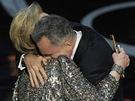 Oscar 2013 - Daniel Day-Lewis v náručí Meryl Streepové