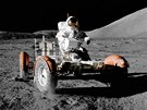 Při vesmírné misi Apollo 17 v roce 1972 najezdili astronauti Gene Cernan a