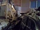 Audi narazilo ve Vnorovech na Hodon�nsku do zdi domu a zasypaly ho sutiny.