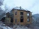Z domu po uhašení požáru zbylo jen torzo.