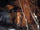 Na hašení hasiči použili několik vodních proudů, plameny ale přiživovalo