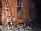 Na tísňovou linku byl požár nahlášen čtvrt hodiny po půlnoci. Operátor do