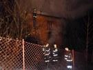 Když hasiči přijeli na místo, byl už rodinný dům kompletně v plamenech
