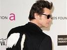 Na zádech měl Jim Carrey křídla.
