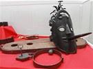 Potupnou masku dostávali odsouzenci na pranýři. Dlouhý jazyk symbolizoval