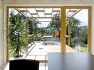 Obytný prostor 1: také z kuchyně je dobrý výhled na terasu zahrady, matka má