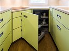 Úložný prostor je maximálně využitý i díky drátěnému programu.