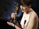 Anne Hathawayová získala Oscara za nejlepší herecký výkon ve vedlejší roli.