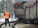 Nákladní vlak vykolejil na karlovarském horním nádraží. Mimo trať se dostaly