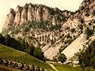 Historický pohled na viadukty železnice přes Semmering z let 1900–1910.