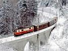 Zimní pohled na Mariazellskou dráhu (Heugraben Viadukt)