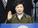 Jihokorejská prezidenta Pak Kun-hje skládá slavnostní přísahu.