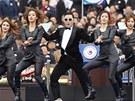 Jihokorejský rapper Psy vystupuje během inaugurace prezidentky v Soulu.
