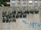 Betonový monument u Koruny v Hradci Králové zůstává na svém místě, v Galerii