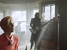 V Bowieho klipu si zahrála i modelka Saskia de Brauw.