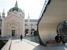 Autory mostu jsou t�i studenti bosensk� v�tvarn� akademie Adnan Alagi�, Bojan