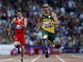 Oscar Pistorius na paralympiádě v Londýně během závodu na 100 metrů v kategorii