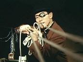 S provazy a lany to umí Pekelný svazovač lépe než Spiderman.