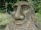 První betonovou sochu vytvořenou místním rodákem Michalem Olšiakem naleznete na