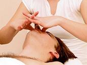Masáž obličeje - Následuje příjemná masáž obličeje, netrvá dlouho, ale o to je
