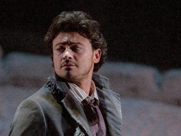 Vittorio Grigolo jako Rodolfo v Pucciniho ope�e La Boheme