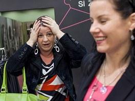 Zatímco stylistka Lenka si nakupování očividně užívala, Simoně ze začátku její