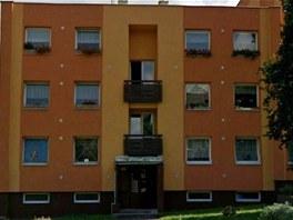 Září 2011: Konvičkovi bydleli v prvním poschoví vlevo, Blažek pod nimi v...
