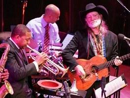 Wynton Marsalis (vlevo) & Willie Nelson (vpravo)