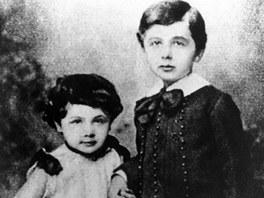 Albert Einstein (cca p�t let) a jeho dvoulet� sest�i�ka Maja