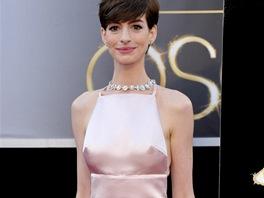 Anne Hathaway v šatech Prada