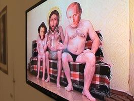 Pohled do výstavy Pussy Riot a ruská tradice uměleckého vzdoru