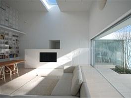 Do centrálního prostoru má díky atriu přistup denní světlo.