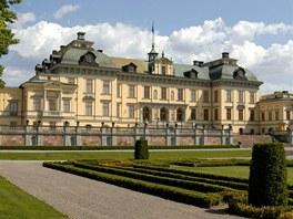 Z�mek Drottningholm, kde bydl� �v�dsk� kr�lovsk� rodina.