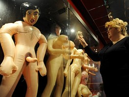 Z expozice erotick�ho muzea MuzEros v Petrohradu