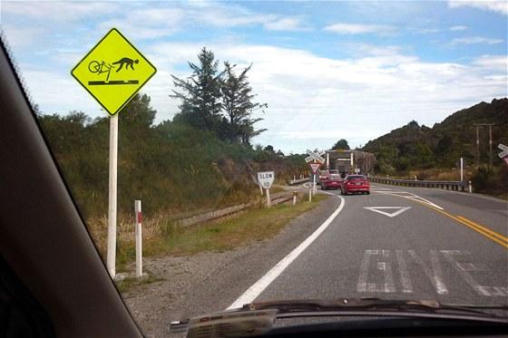 Cyklisto, na kolejích pozor! Pro šťouraly: na Novém Zélandu se jezdí vlevo,