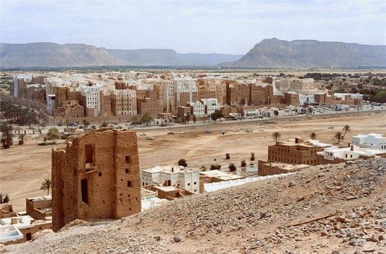 Pohled na starou část Šibámu zpahorku jižně od města