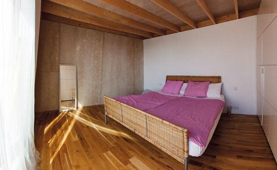 Na záklop stropů a obložení stěn byly v ložnici použity desky Rigidur bez