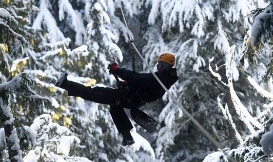 Když napadne hodně sněhu, tak nezbývá než vzít do rukou lopatu a zipovat od