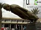 Stržení sochy někdejšího syrského prezidenta Háfize Asada ve městě Rakká (4.