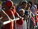 Venezuelané čekají v mnohahodinových frontách na šanci spatři tělo Huga Cháveze