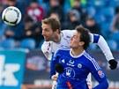 Hradeck� Milan Fukal hlavi�kuje p�ed soupe�em z Olomouce v utk�n� fotbalov�