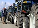 Vznikl tak nový světového rekord nejdelší souvislé řady traktorů z jedné obce.