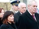 Oba prezidentské páry, končící Klausovi i nastupující Zemanovi, uctili památku