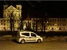 Hlídka městské policie svůj vůz ledabyle zaparkovala.