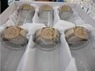 Vzorky padělků sklářských a porcelánových výrobků s logem Versace, které koncem
