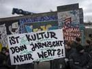 Obyvatelé Berlína protestovali proti stržení části zdi. V pátek se jich sešlo