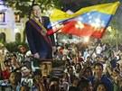 Truchlící Venezuelané poté, co se dozvěděli o skonu Cháveze (5. března 2013)