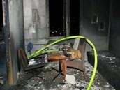 Zbytky obývacího pokoje v bytě, kde hořelo. (4.3.2013)