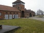 Vchod do tábora Osvětim-Birkenau.