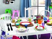 Výrazná barevnost se prosadila v plastech, skle i porcelánu.